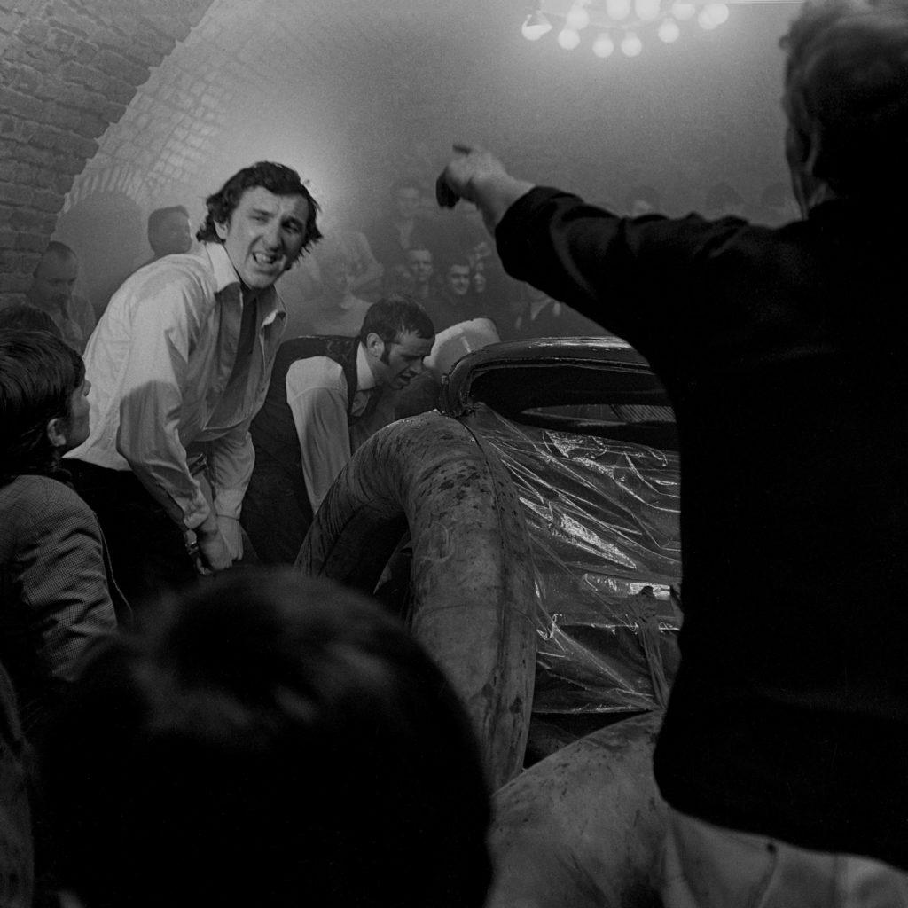 15.Druga Grupa, Jod, happening w kawiarni Galerii Krzysztofory w Krakowie, 1968. Fot. Wojciech Plewiński, dzięki uprzejmości artysty.