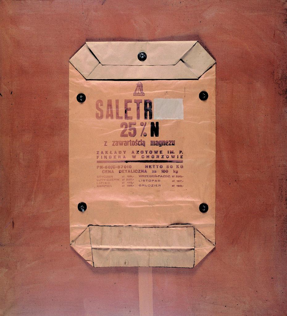 Tadeusz Kantor, Saletr 25% N z zawartością magnezu…, 1964, z cyklu Torby przemysłowe, wł. Muzeum Sztuki w Łodzi