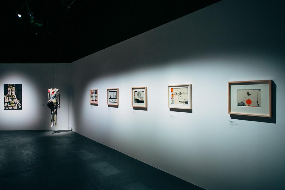 """""""Biel kolorem śniegu. Tadeusz Kantor i Artyści z kręgu Cricot 2. Rzym 1979"""", widok wystawy, fot. StudioFILMLOVE"""